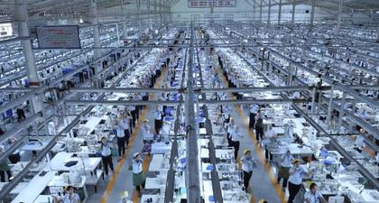 Kunjungan 8 Finalis ANFA ke Pabrik Sritex