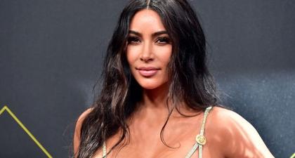 Kim Kardashian Membantah Bahwa Selama Ini Keluarganya Telah Mempromosikan Standar Kecantikan yang Tidak Dapat Dicapai