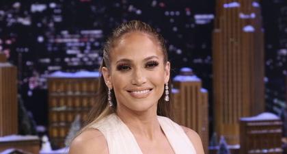 Jennifer Lopez Bercerita Mengenai Perjuangannya untuk Mencintai Dirinya Sendiri