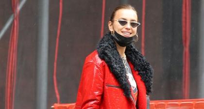 Irina Shayk Tampil Mengenakan Jaket Trench Warna Merah Ketika Berjalan-Jalan Bersama Sang Putri di Kota New York