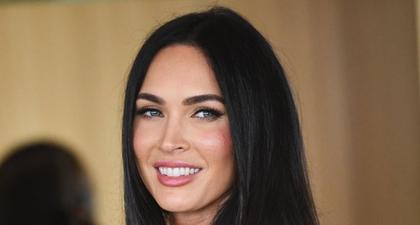 Megan Fox Kenakan Kardigan Jacquemus Merah Menyala dan Rok Pensil yang Serasi di Los Angeles