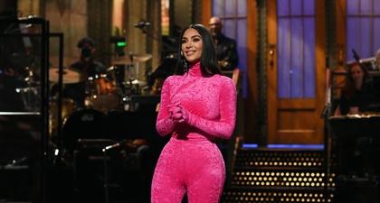 Kim Kardashian Membuat Lelucon Tentang Diri Sendiri dan Keluarganya di Saturday Night Live