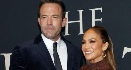 J.Lo Kenakan Two-Piece Hervé Leger Gown untuk Premier Film Ben Affleck Berjudul The Last Duel