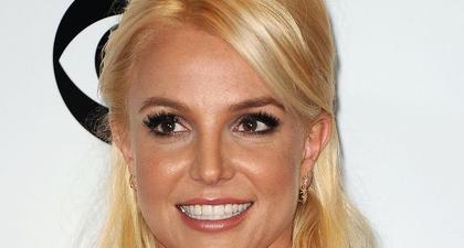 Britney Spears Mengunggah Foto Topless di Akun Instagram Pribadinya