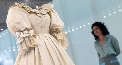 Gaun Pernikahan Ikonis Putri Diana Sekarang Sedang Dipajang di Istana Kensington