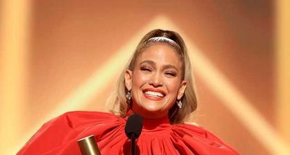 7 Penampilan Terbaik Selebriti di Ajang People Choice Awards 2020