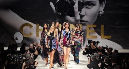 Kembali Ke Era '90-an Jadi Tajuk Utama Koleksi Chanel Musim Panas 2022