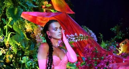 Pesona Irina Shayk Dalam Balutan Serba Pink di Savage x Fenty