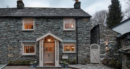 Desainer Interior Katherine Pooley Membuat Pondok Berakomodasi Mewah Bernama Little Nut Cottage di Inggris