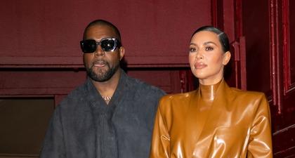 Kim Kardashian Membalut Kepala Sampai Ujung Kakinya dengan Busana Balenciaga di Pesta Kanye West