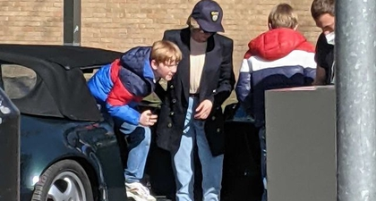 Kristen Stewart Terlihat dalam Balutan Gaya Kasual Putri Diana Bersama dengan Aktor yang Memerankan William dan Harry