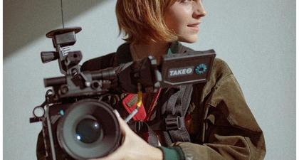 """Emma Watson Ternyata Habiskan Waktu Lockdown """"Berada di Belakang Kamera"""""""