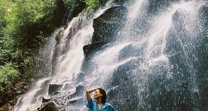 Adhisty Zara Bagikan Momen Seru dan Rileks ketika Mengunjungi Air Terjun Kanto Lampo di Bali