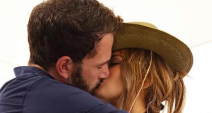 J.Lo Resmikan Hubungannya di Instagram Bersama Ben Affleck Pada Ulang Tahunnya yang ke-52