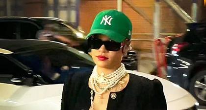 Rihanna Pakai Blazer Tweed dan Mutiara Saat Berbelanja Bahan Makanan
