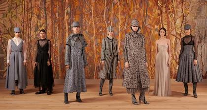 Melihat Langsung Presentasi Fisik yang Elegan dari Rumah Mode Dior di Paris, dan Bertemu Jennifer Lawrence