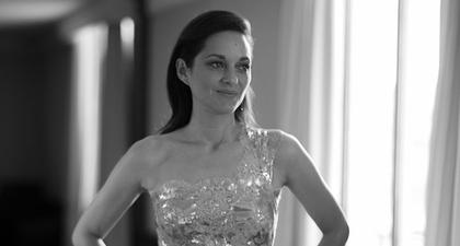 Begini Rumitnya Proses Di Balik Pembuatan Gaun Chanel yang dikenakan oleh Marion Cotillard saat Hadir di Festival Film Cannes 2021