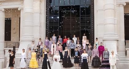 Aksi Margaret Qualley dan Aliran Impresionisme di Koleksi Chanel Haute Couture Fall/Winter 2021-2022
