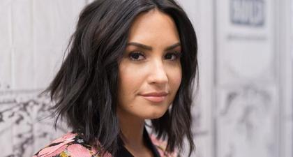 Demi Lovato Pamerkan Stretch Mark & Bercerita tentang Pemulihan Dirinya dari Bulimia