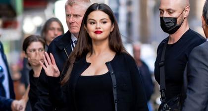 Selena Gomez Tampil dengan Gaun Mini Hitam yang Chic dan Cardigan yang Serasi