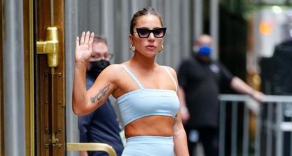 Lady Gaga Pakai Sepatu Platform Super Tinggi Bertali dengan Setelan Baby Blue Marc Jacobs di NYC