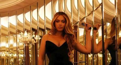Beyonce Tampil Glamor dalam Gaun Beludru Tanpa Tali