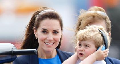 Kate Middleton Mengenakan Gaun Biru dari Stella McCartney