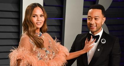 Chrissy Teigen Bercanda Akan Bocorkan Album Baru John Legend