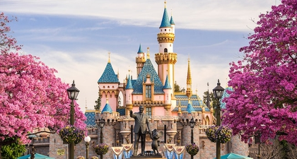 Opening Ceremony Gelar Fashion Show di Disneyland