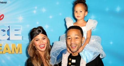 John Legend & Chrissy Buat Pernikahan Untuk Boneka Putrinya