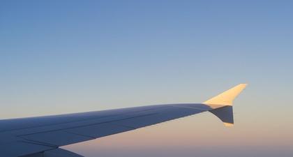 Alasan Mengapa Anda Mungkin Tidak Bisa Lagi Minum di Pesawat