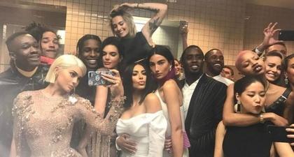 Selfie Bertabur Bintang Ala Kylie Jenner