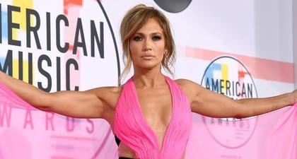 Cara Jennifer Lopez Menikmati Sisa Musim Panas
