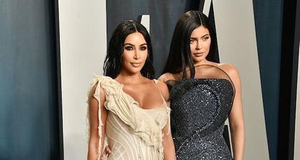 Kylie Jenner Menjadi Makeup Artist Kim Kardashian Yang Baru