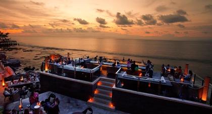 Rock Bar Bali, Destinasi Sunset Populer di Pulau Dewata