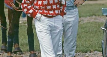 Dua Sweater Paling Ikonis Milik Putri Diana Kini Bisa Anda Dapatkan!