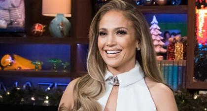 Intip Selfie Bikini Jennifer Lopez yang Membuat Iri!