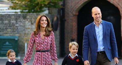 Putri Charlotte dan Pangeran George Berjalan di Pawai Natal