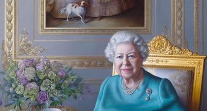 Ratu Elizabeth II Melihat Lukisan Terbarunya Secara Virtual