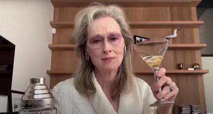 Meryl Streep Bernyanyi Bersama Kedua Temannya Secara Virtual