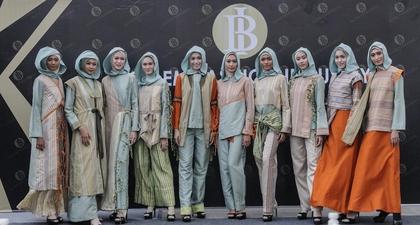 Busana Muslim dari Tenun NTB Karya Desainer Tanah Air