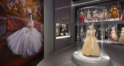 Pameran Christian Dior di Museum V&A Cetak Rekor Pengunjung